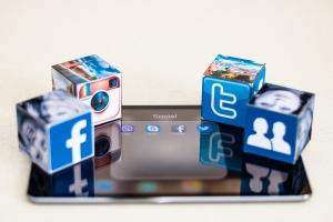 Günde ortalama 4 saatimiz sosyal medyada geçiyor!